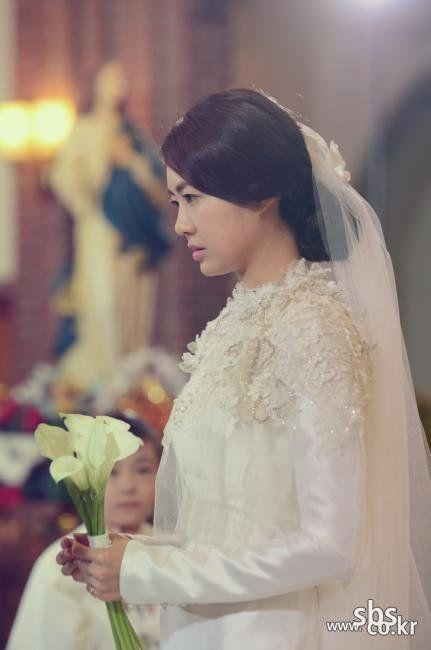 Empire of gold korean drama episode 2 picture go soo and lee yo wons mystery wedding in empire of gold mightylinksfo