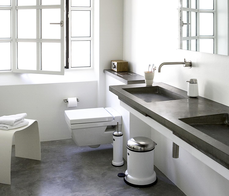 Badkamer met mooie vierkante lijnen bathroom vipp fonq badkamer pinterest shops met - Badkamer retro chic ...