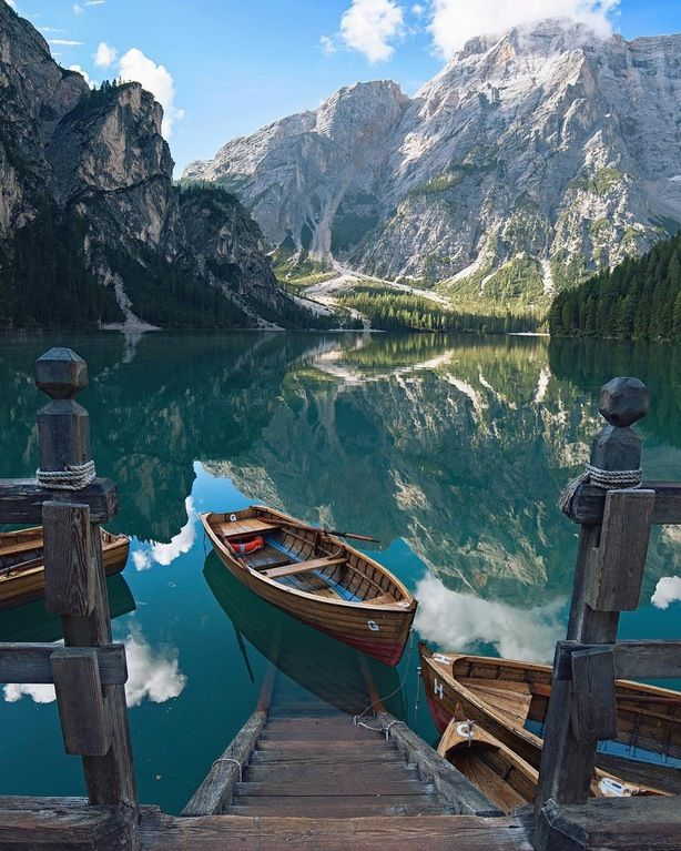 Best Quiet Places To Travel: Imagine Waking Up To This, And Rowing That Boat To Work