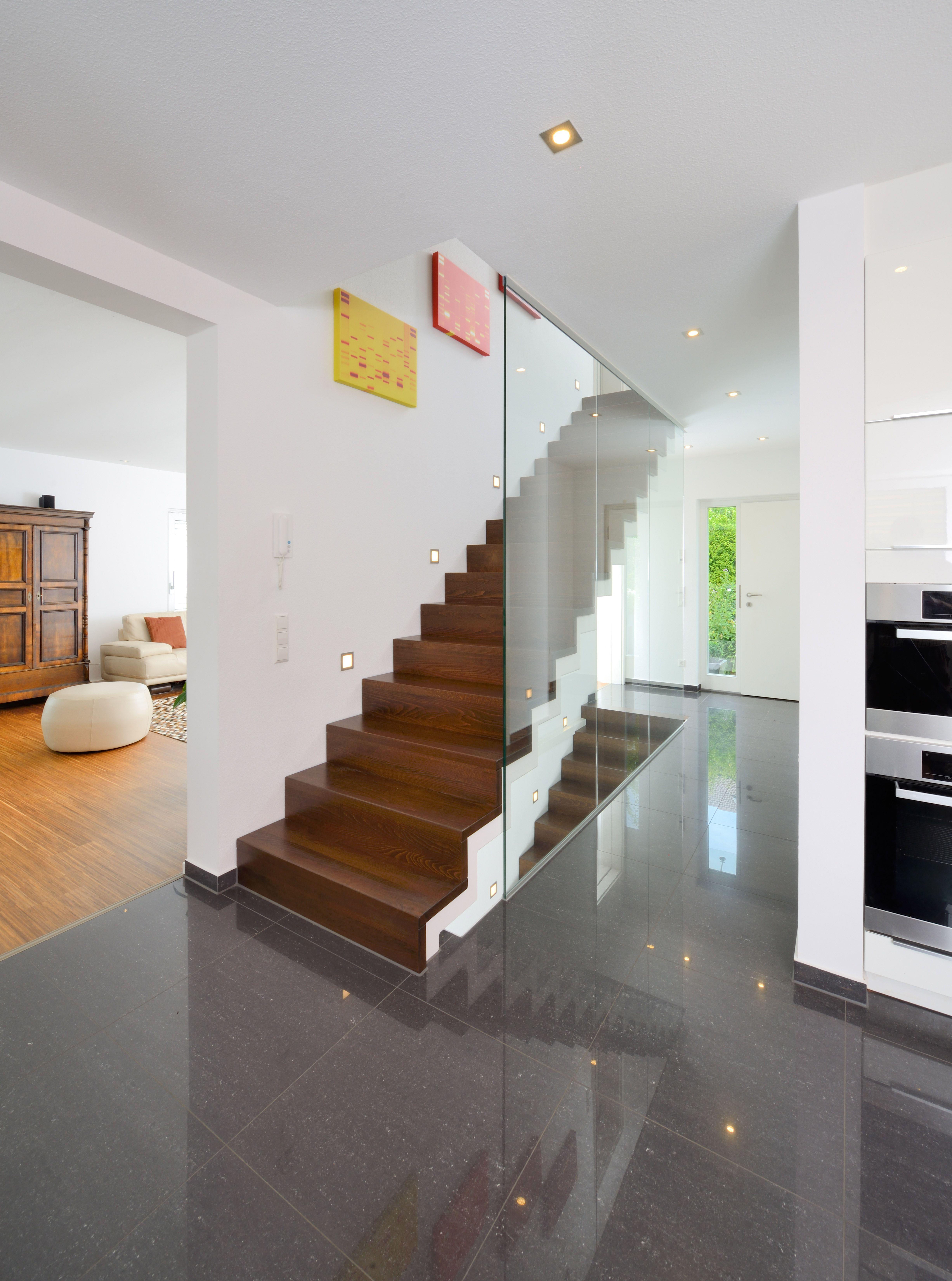 Aufgesattelte Wangentreppe mit Setzstufen | Design und Funktion in ...