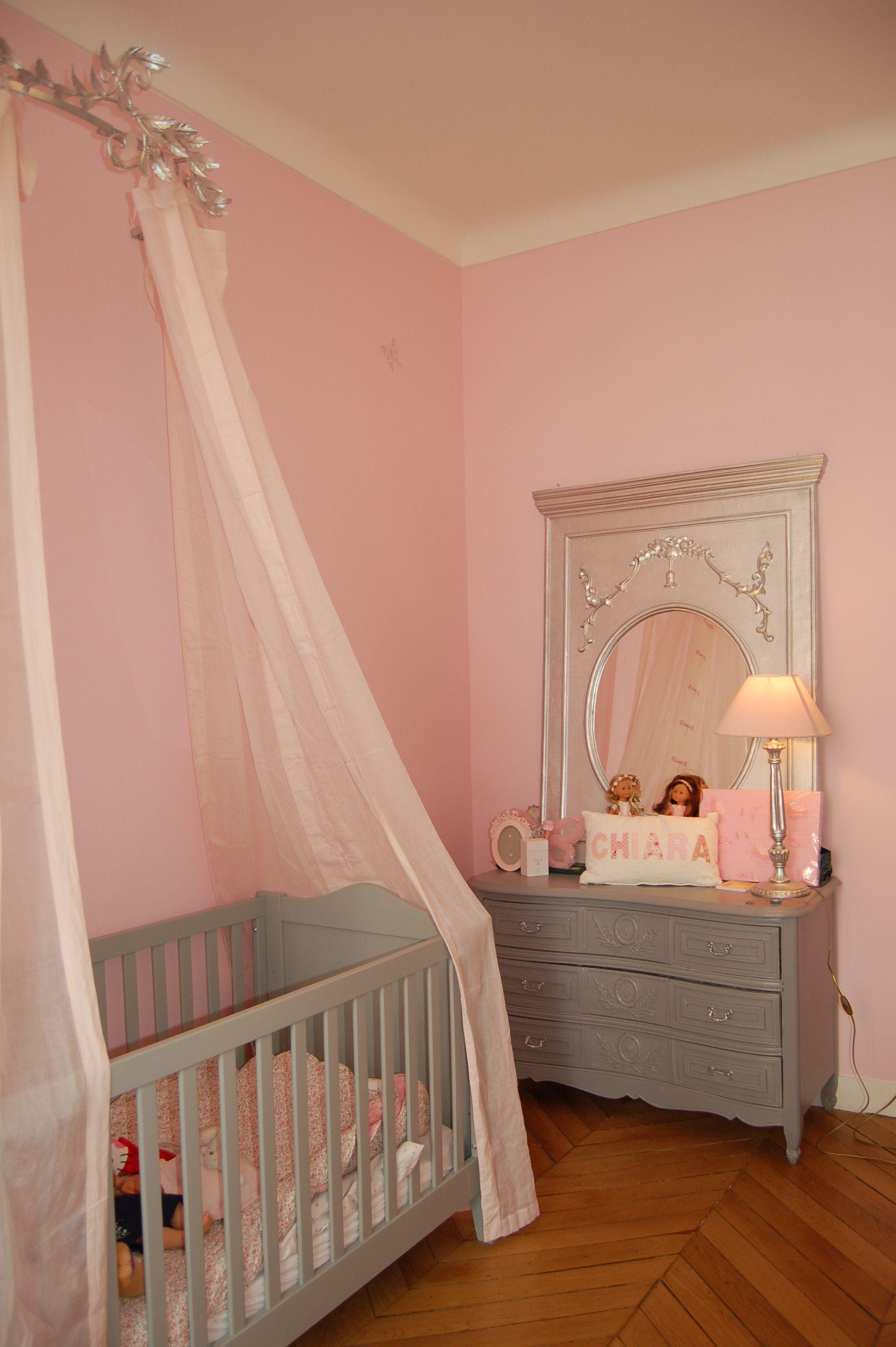 chambre princesse lit baldaquin rose et gris chambre. Black Bedroom Furniture Sets. Home Design Ideas