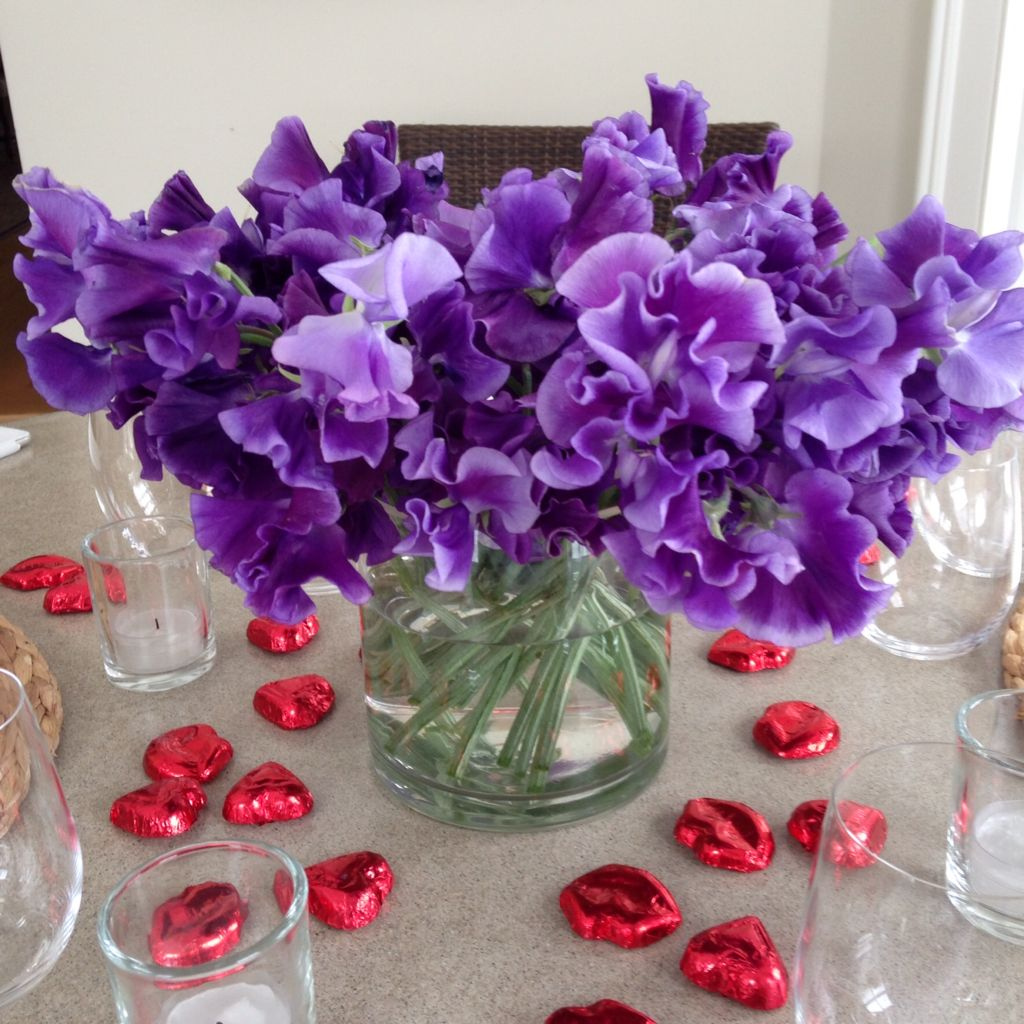 Table Set Valentine' Day Entertaining
