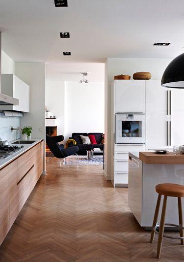 Photo by Mauricio Fuertes  Quem disse que piso de madeira na cozinha não pode? rsrs