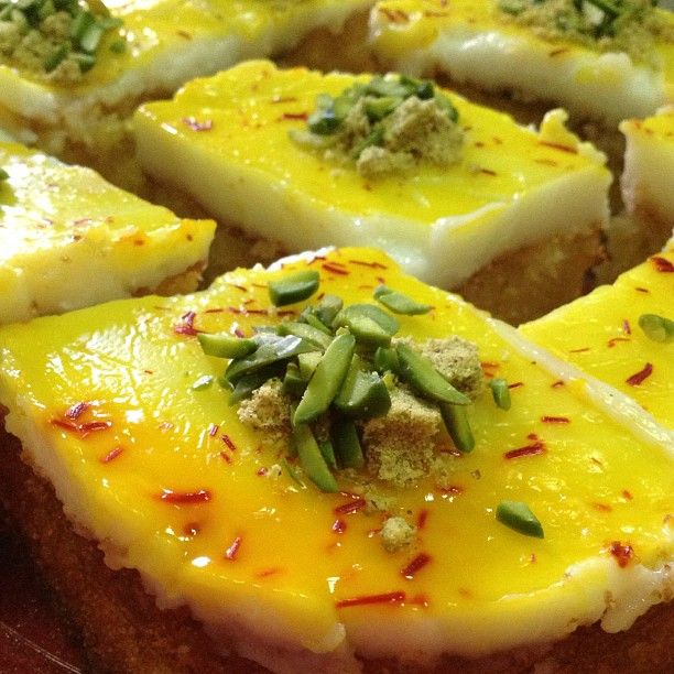 حلونا اليوم بسبوسة بالمهلبية مقادير البسبوسة بيضتين كوب سميد خشن كوب جوز الهند كوب سكر كوب زيت علبة روب مل Cooking Middle Eastern Recipes Ramadan Sweets