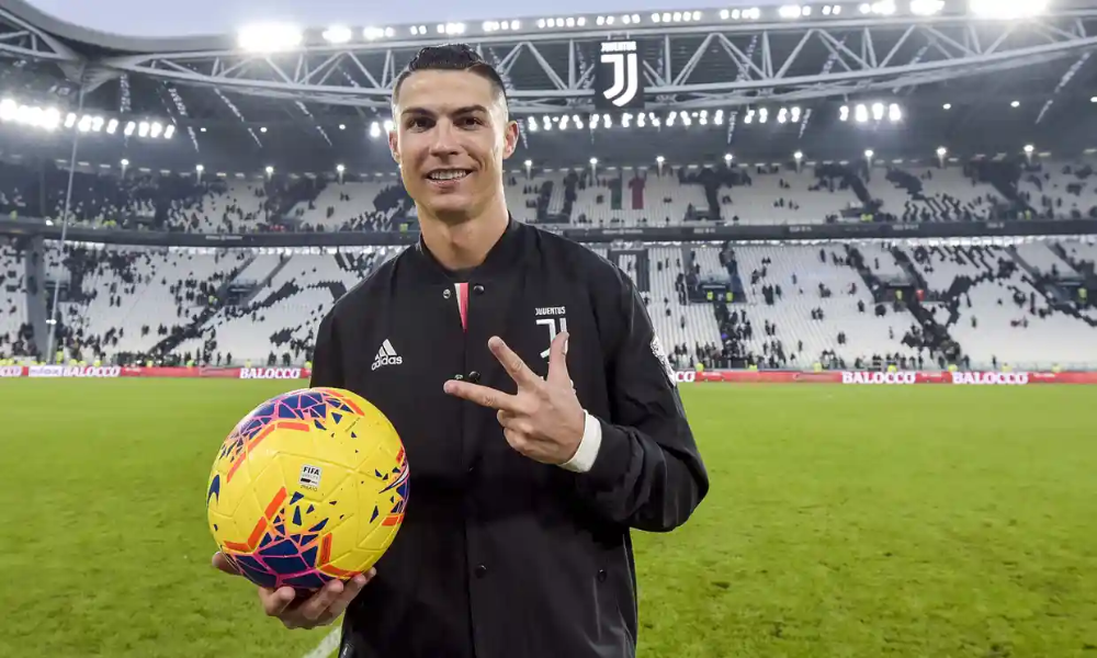Ronaldo Hits First Juventus Hat Trick In Cruise Past Cagliari Football The Guardian Cristiano Ronaldo Celebrates Cristiano Ronaldo Ronaldo Ronaldo Photos