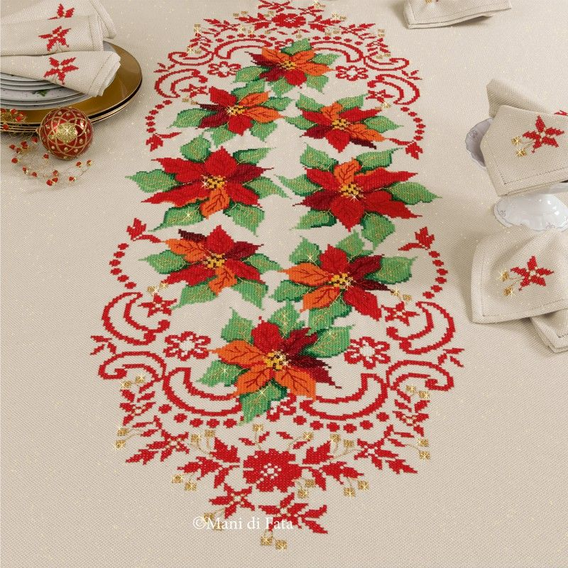 Centrotavola Natalizi A Punto Croce.Tricot And Scheme For Tablecloth With Cross Stitched Poinsettias Stella Di Natale Punto Croce Punto Croce Natalizio