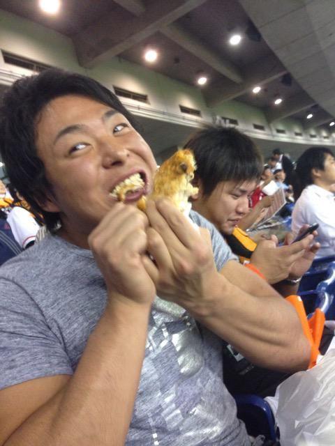 """木曽大介さんはTwitterを使っています: """"野村が不安定で今日も勝てる気がしない!宮武は野球見ながらも鶏肉でタンパク質を補給。石井さんは相変わらず頻尿! #DDT野球部 http://t.co/cRo9BLxV2Y"""""""