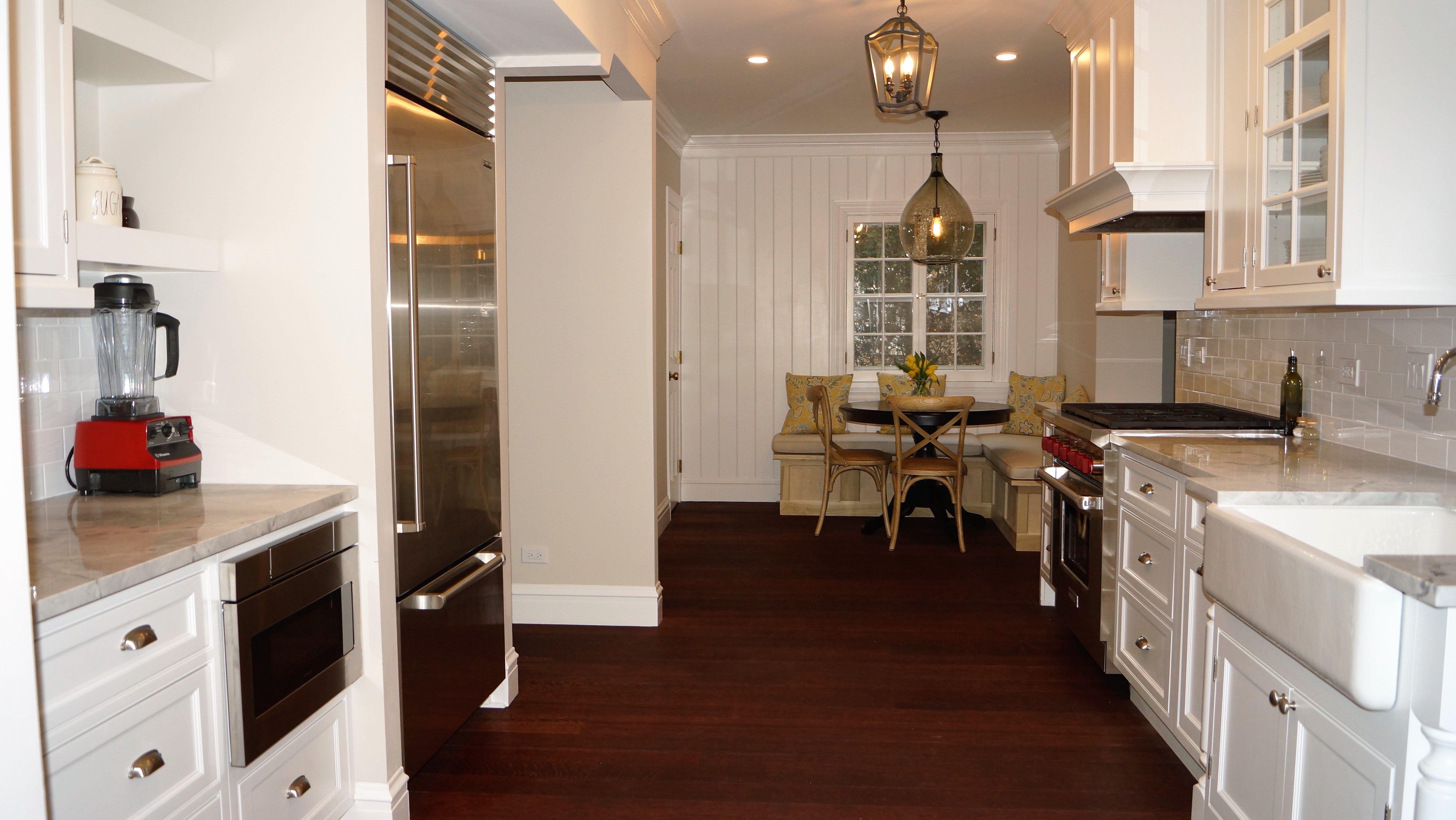 A kitchen remodel in Glen Ellyn, Illinois features Fieldstone ...