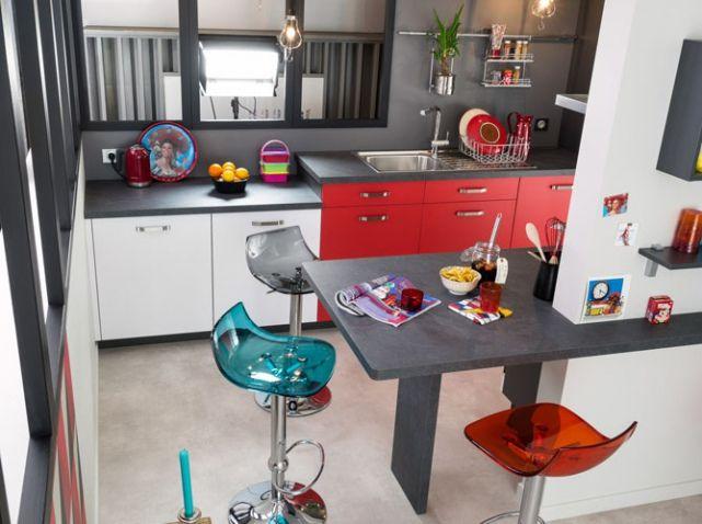 Beautiful Cuisine Rouge Avec Bar Gallery - Design Trends 2017 ...