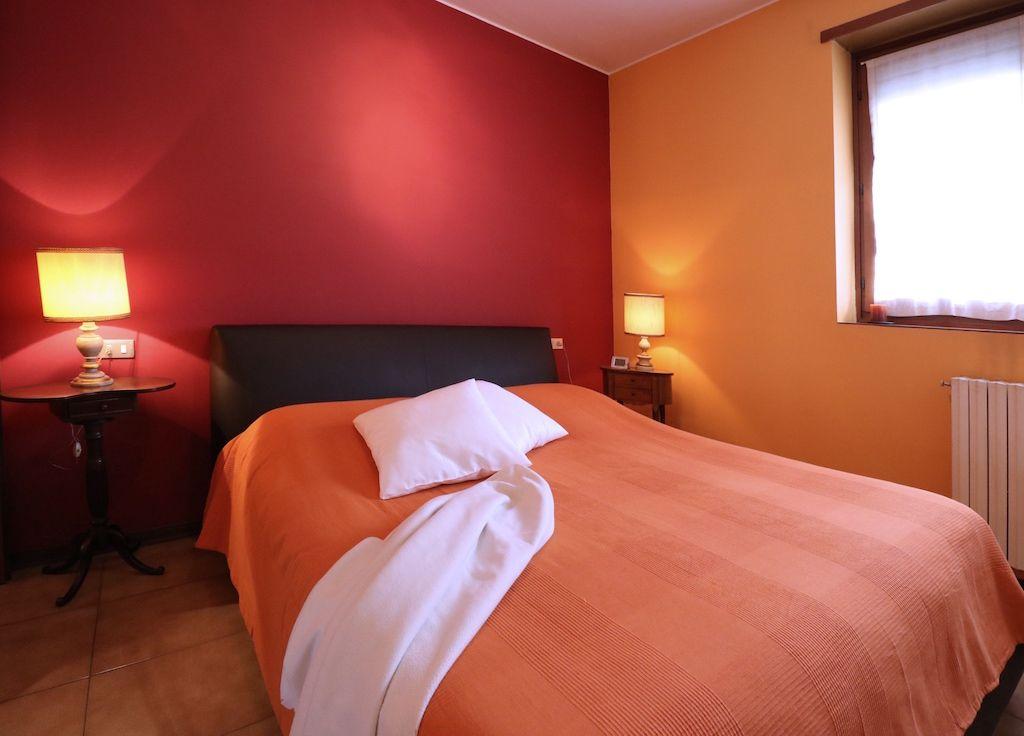 MILANO, in vendita ATTICO CON TERRAZZA, first bedroom; phone +39 02 95335138; info@casaestyle.it; www.casaestyle.it