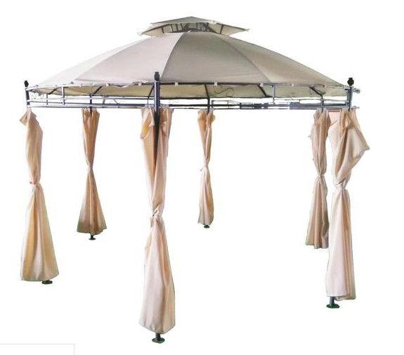 Namiot ogrodowy z delikatnymi kremowymi zasłonkami