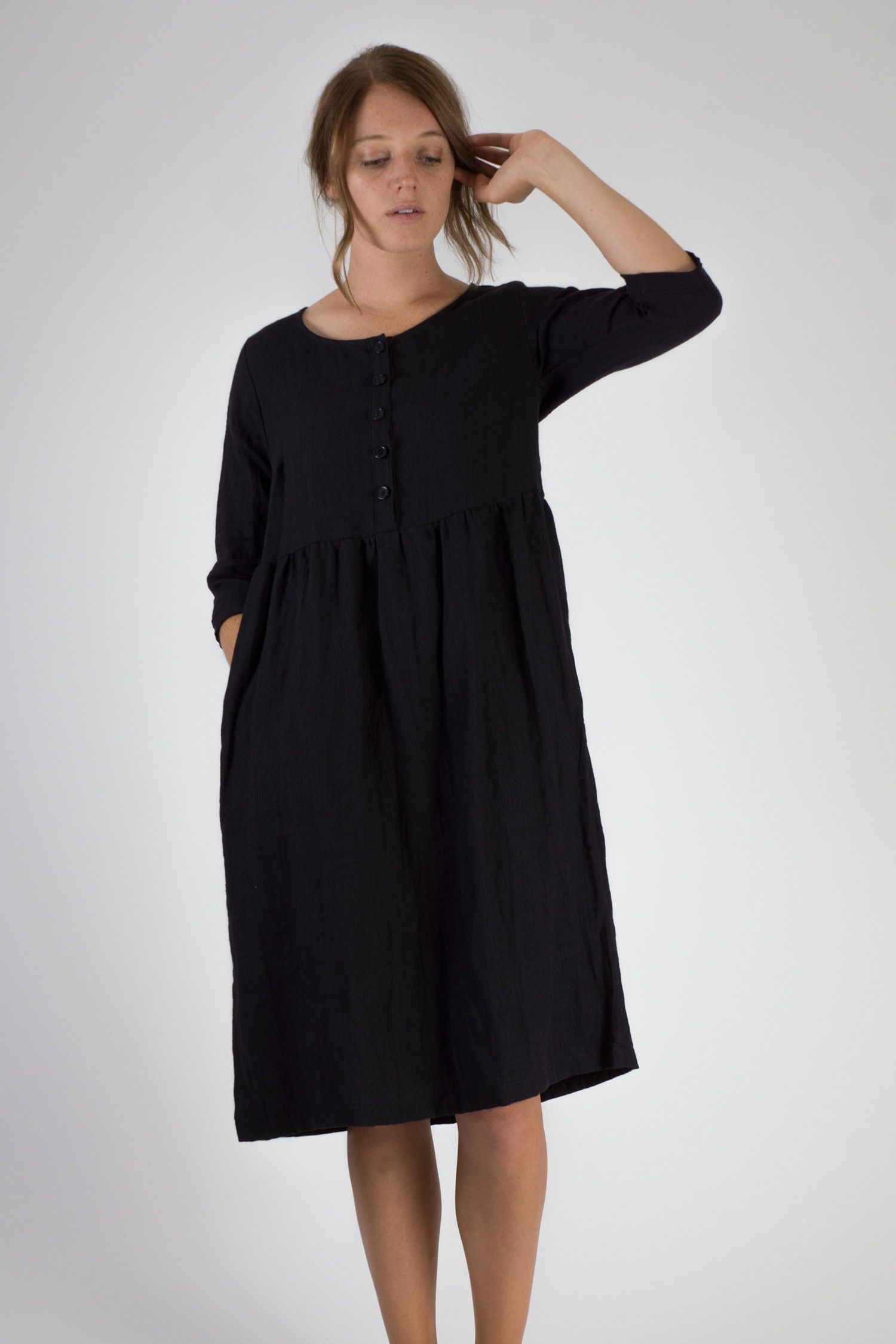 Black Linen Dress In A Midi Length With 3 4 Length Sleeves Fully Functioning Black Buttons And Dresses Black Linen Dress Linen Dresses [ 2250 x 1500 Pixel ]