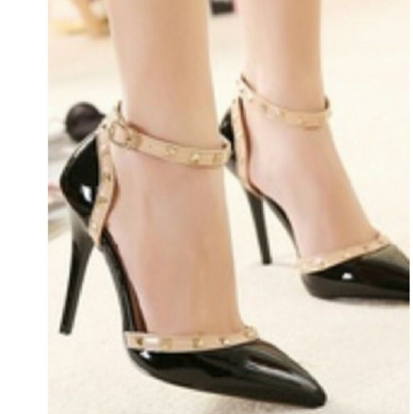 Pointy toe with an ankle strap black evening shoes Never worn Shoes Heels