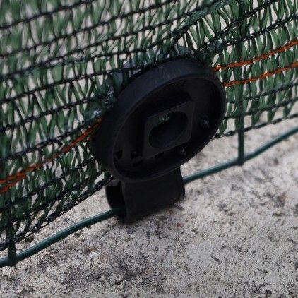 Clips de fixation plastique : la solution idéale pour maintenir vos brise vue en place. Plus besoin de batailler avec du fil de fer ! En deux secondes c'est clipsé ! #outdoor