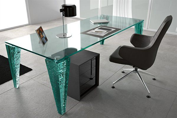 atlas scrivania executive desk with top 20 mm thick legs consisting of sections of hand sculpted glass 20 mm thick glued one on top of the other