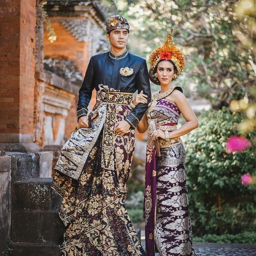 Pernikahan Adat Terbaik memposting di Instagram