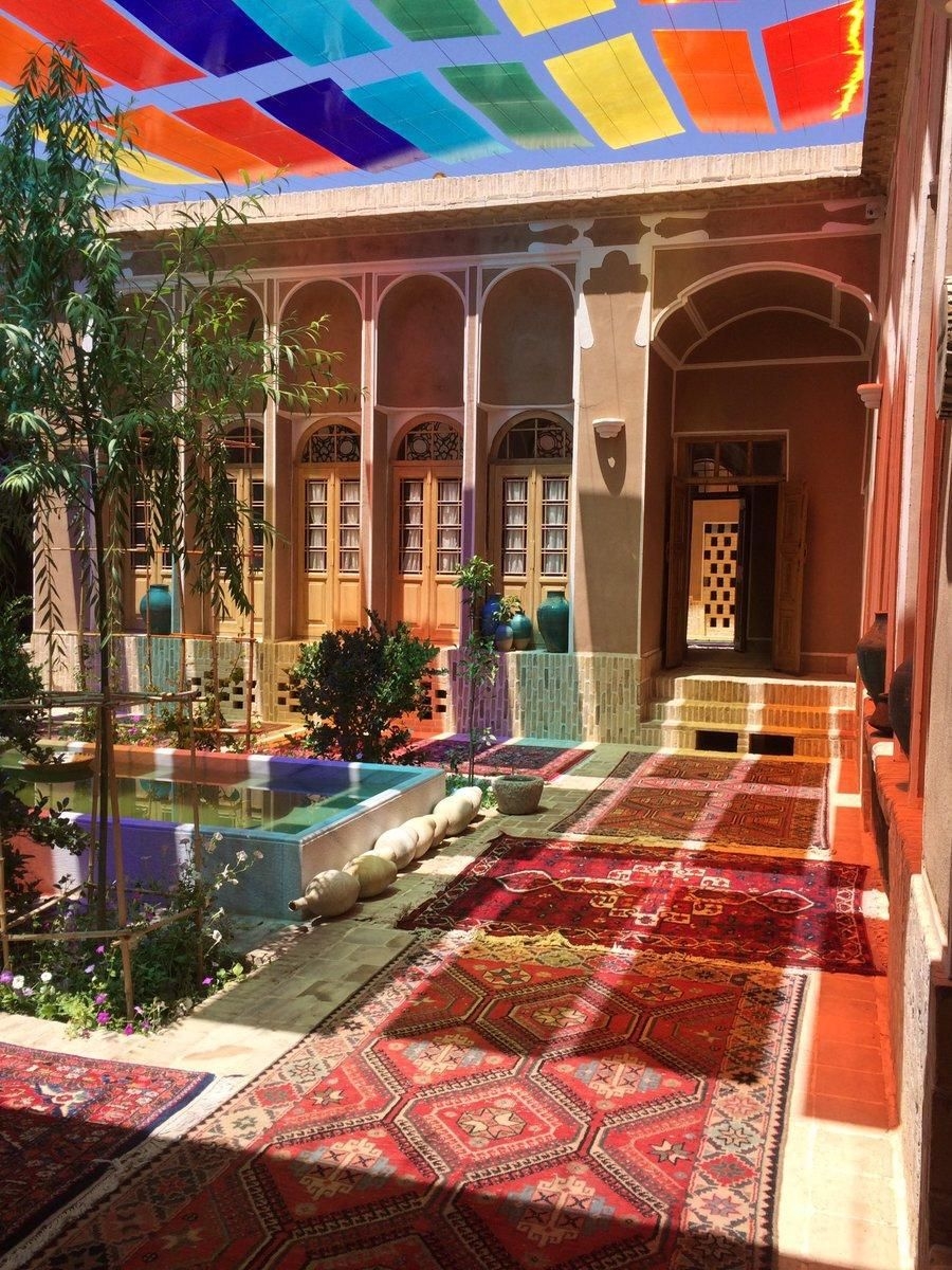 A Traditional Style Of Iranian House With Images Persian