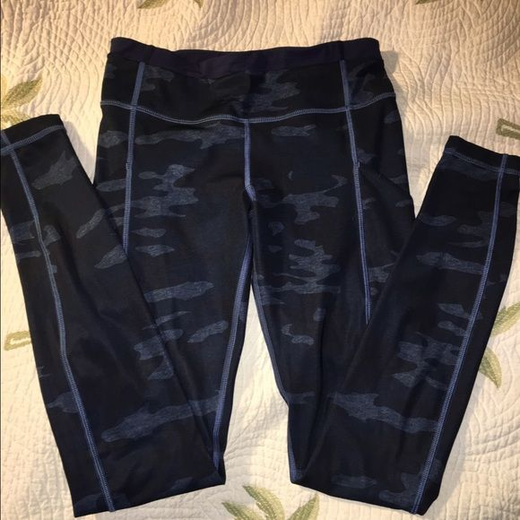 Lululemon Camo size 4 Lululemon Camo speed tight size 4 perfect condition. They just didn't fit me right oil slick Camo! Full length luxtreme lululemon athletica Pants Leggings