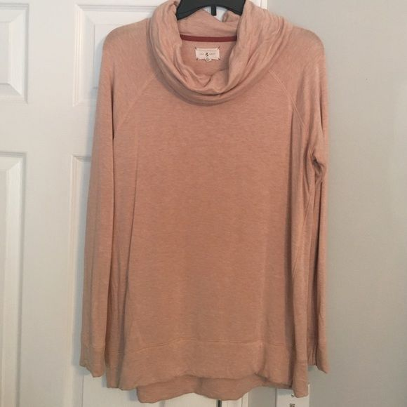 Lou and grey sweater peach Super soft worn minimal times! Longer in the back! Perfect with leggings Lou & Grey Sweaters