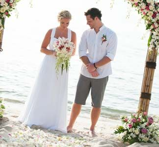 I Like The Groom S Grey Shorts Beach Wedding Groom Attire Beach Wedding Attire Groom Wedding Attire