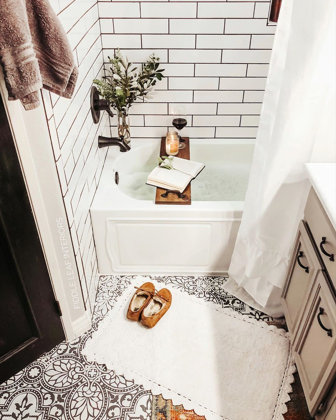 Ana Fiddle Leaf Interiors On Instagram Are You Making Time For Yourself This Long Weekend In 2020 Small Master Bathroom Bathroom Layout Master Bathroom