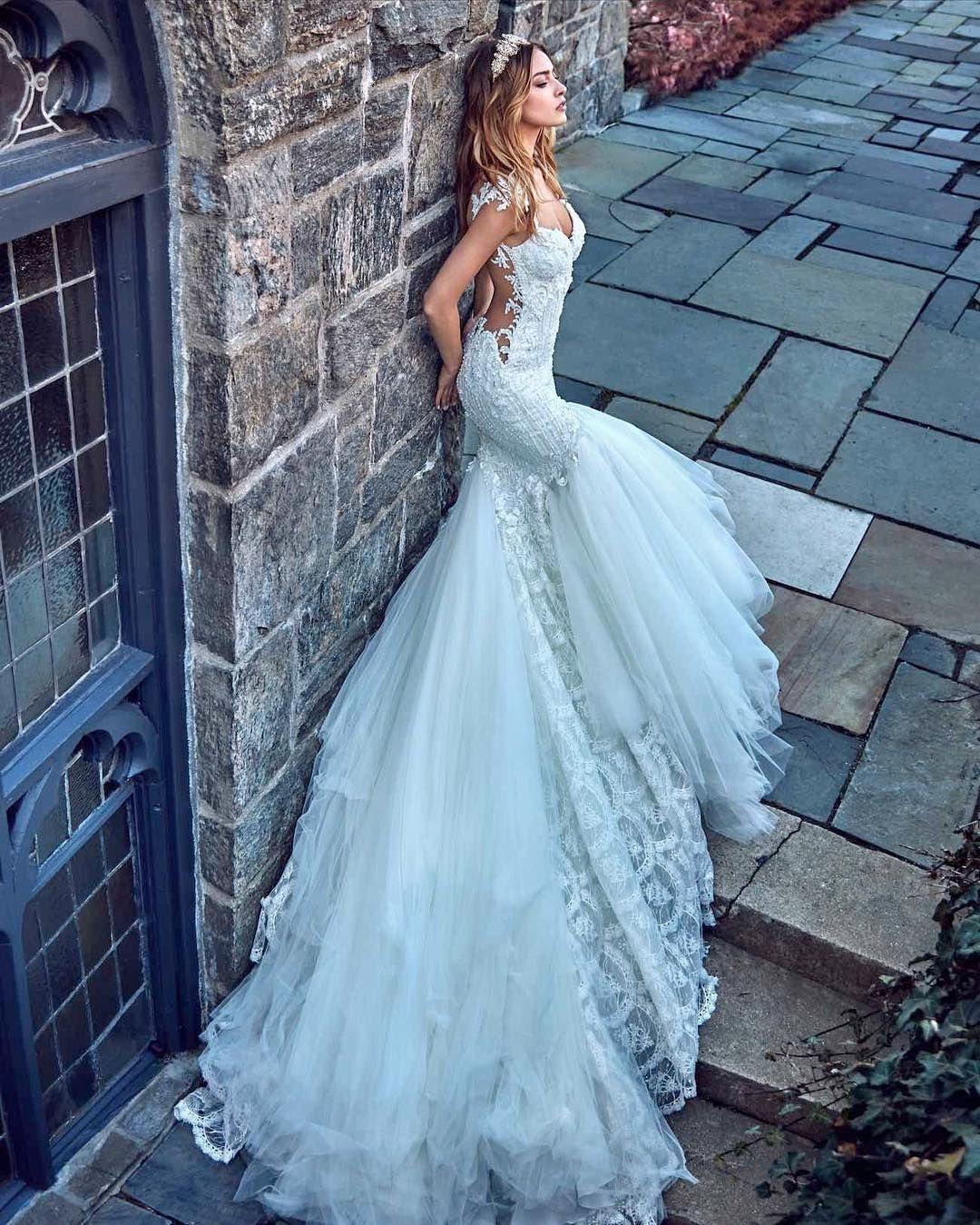 Introducing @galialahav 's 2017 Le Secret Royal Collection  See it all@on #confettidaydreams.com now  #galialahav #weddingdress #bridaldress #bridetobe #couture #lesecretroyal #galialahav2016  Photography @gregswalesart Beauty @vittoriomasecchia @mundodebianca models @merigulin @noelcapri headpieces @efratcassouto