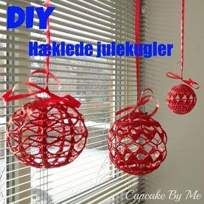 Julekuglerne er hæklet i bomuldsgarn 8/4 og med hæklenål nr. 2,5 (kuglen i midten) og nr. 1,75 (kuglerne til venstre og til højre). Ku... #hækletjul