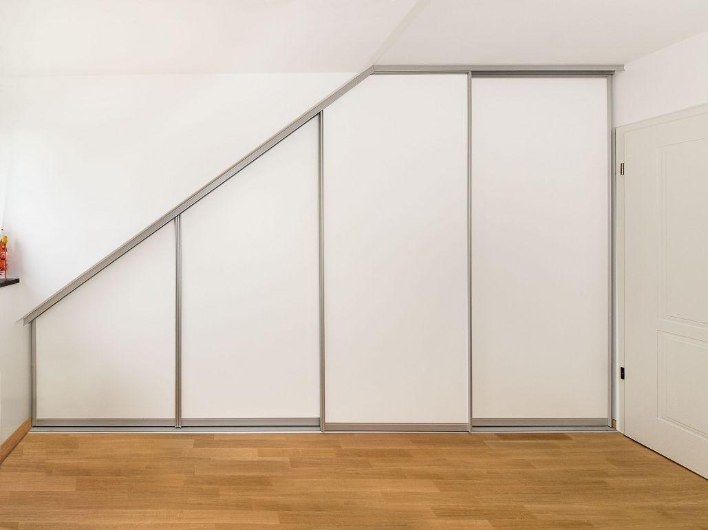 schiebetür dachschräge | minimalistisches haus design interieur
