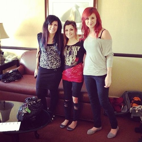Lacey (in middle) I Love her style, wanna steal it :D | @>--
