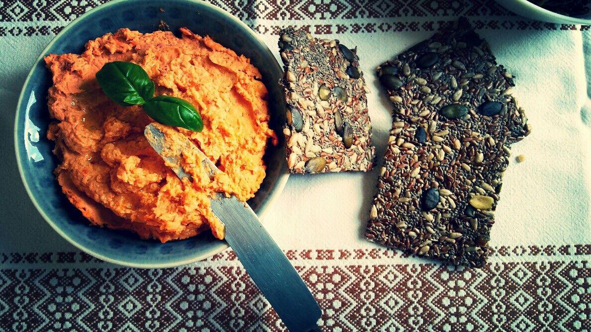Nevíte co připravit zajímavého pro návštěvu nebo vám dochází nápady na zdravé svačiny? Zkuste udělat hummus se sušenými rajčaty a krekry ze semínek. Příprava je Více »