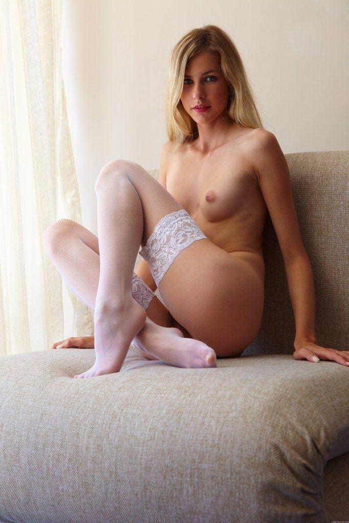 Порно-звезда пирсингом красивая эротика женщины в теле видео титановый