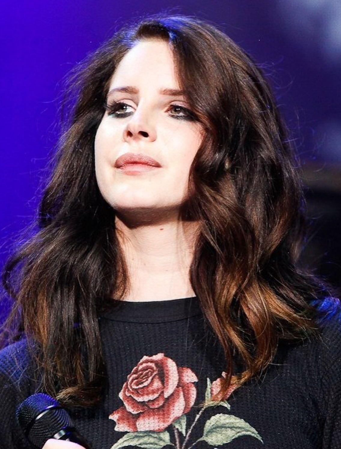 Lana Del Rey Medium Length Hair And Curls Hair Style Medium Hair Styles Retro Curls Hair Inspiration Color