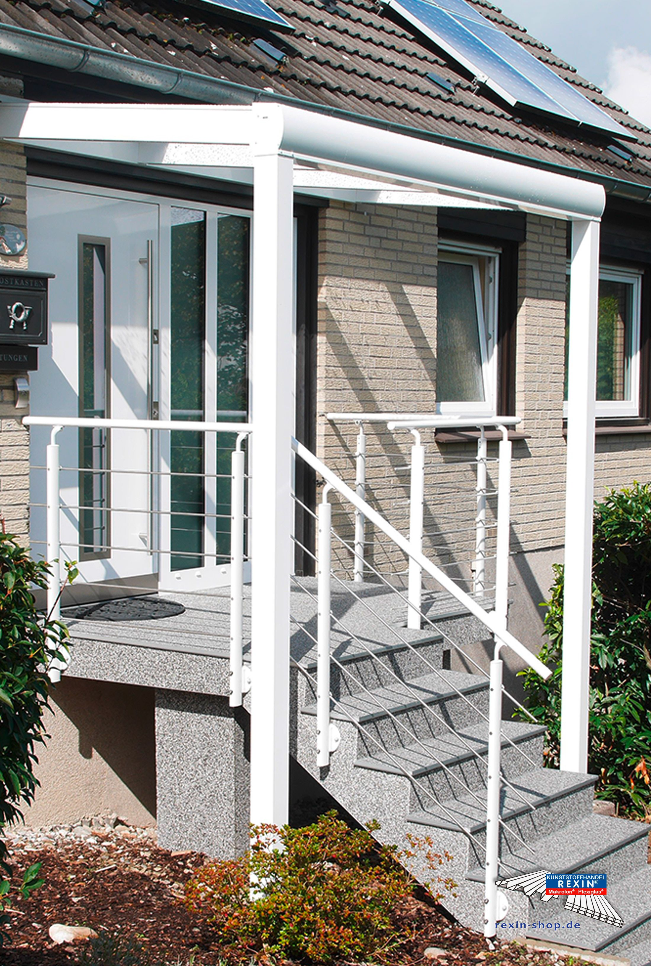 Ein Alu-Haustürvordach der Marke REXOvita 3m x 1,5m in weiß mit ...