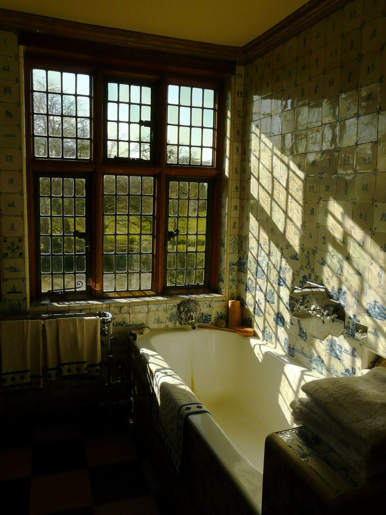 Photo of Bath & Windows in the Packwood House, in Lapworth, Warwickshire, England. [768×1,024]