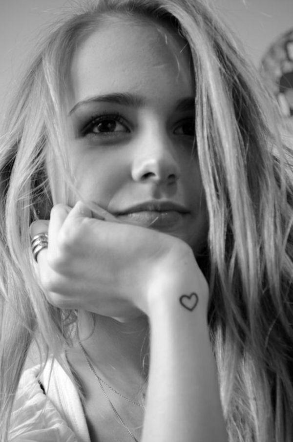 Herz Tattoo Neben Dem Handgelenk Inked Pinterest Tattoos