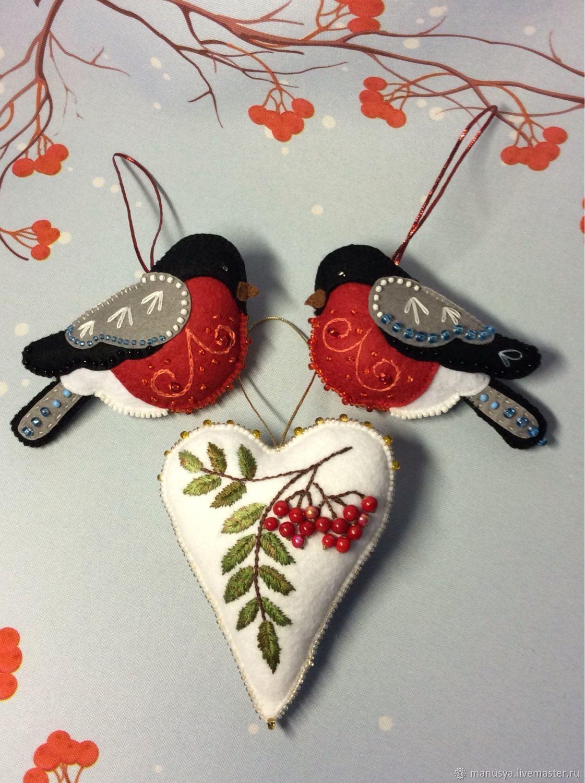 Елочные игрушки из фетра Рябина и снегири – купить или заказать в интернет-магазине на Ярмарке Мастеров | Игрушки на елку из фетра с вышивкой.  … #feltbirds