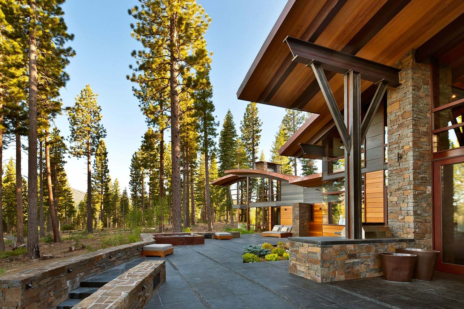 spectacular contemporary columns. A spectacular modern mountain style dwelling in Martis Camp