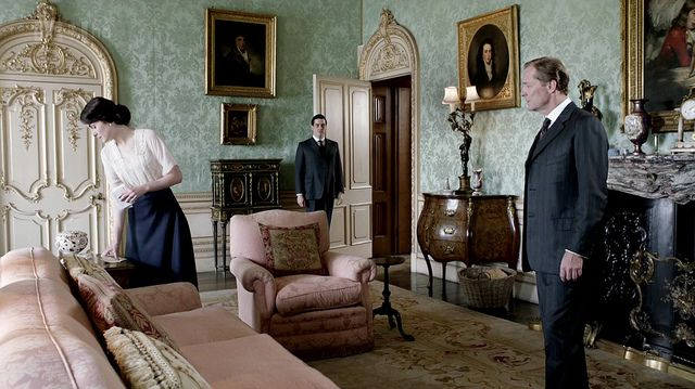 DowntonAbbeyS02E08_interior_greendamaskwallpaper_pinksofas by sweetsundaymornings, via Flickr