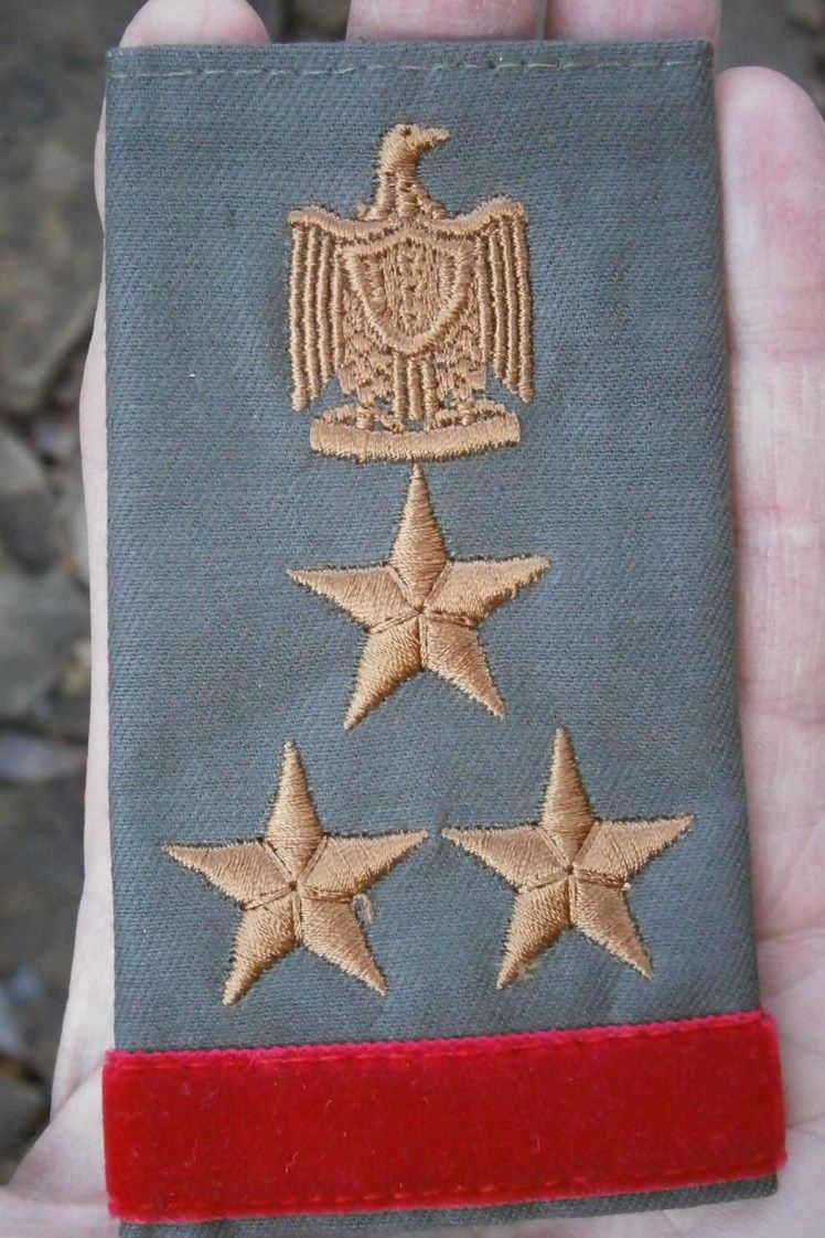 war trophies, this is a shoulder board from uniform of an Iraqi military uniform circa 1992, the first Gulf War trophy