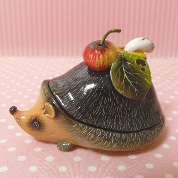 ハリネズミの形をした小物入れっ。:hedgehog