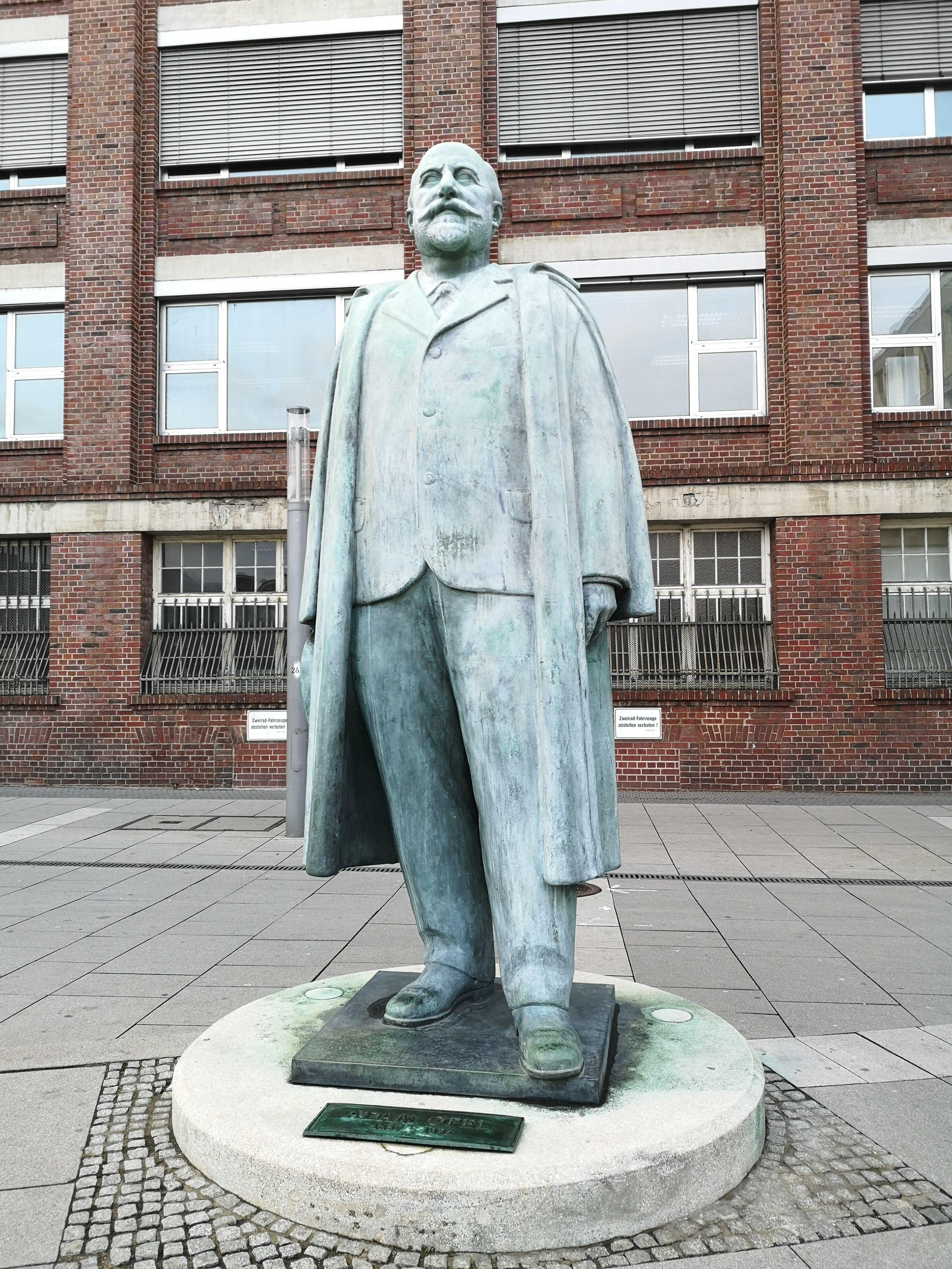 Russelsheim Opel Denkmal Weiterbildung Coaching Denkmal