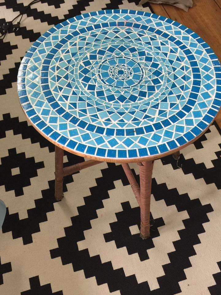 Einen Mosaik-Tisch selber basteln ist ganz einfach!