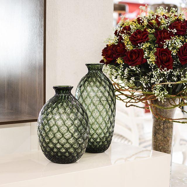 a84176aed Os vasos decorativos são peças essenciais para um ambiente sofisticado!  😍😉 Design moderno e