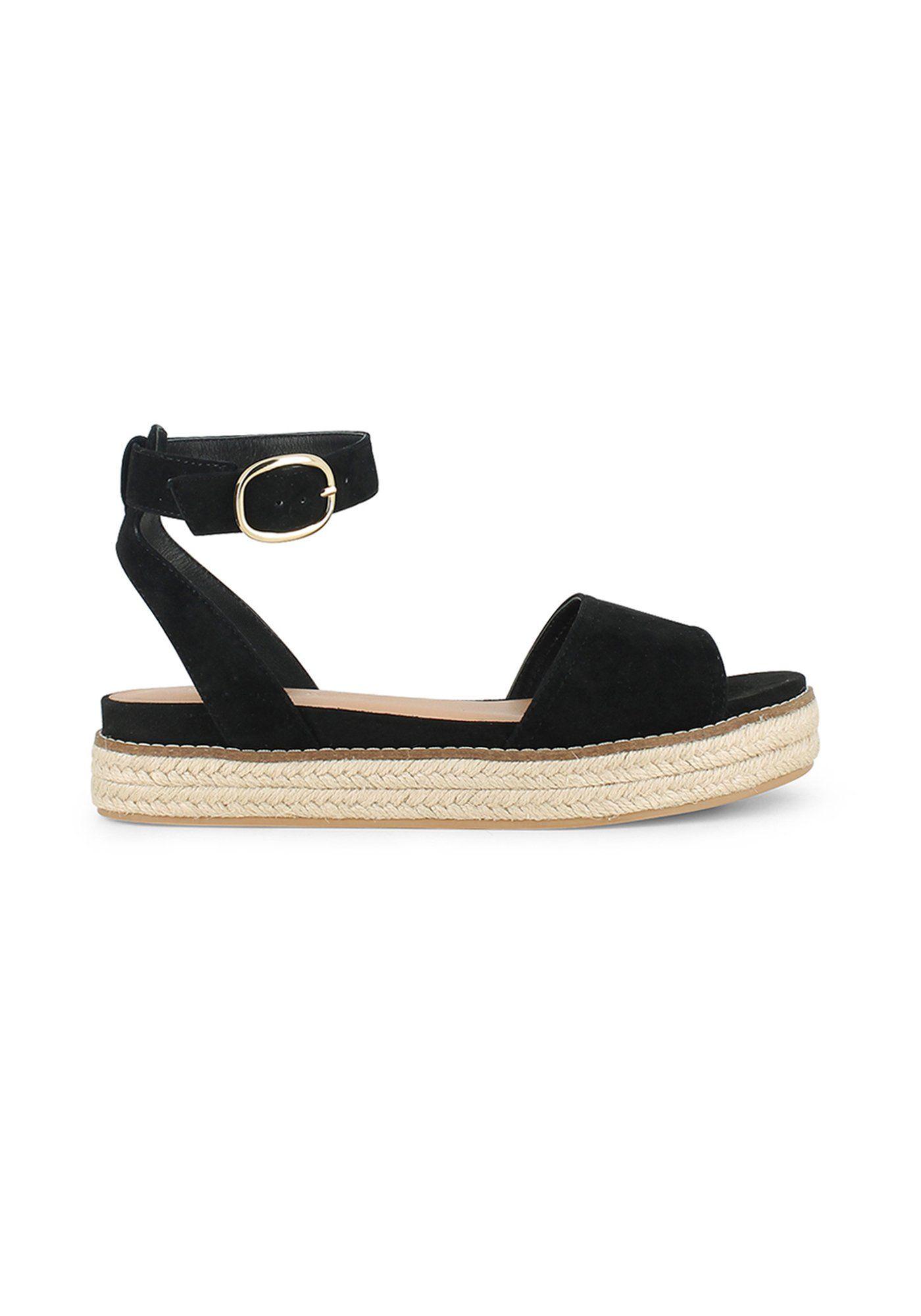 50 paires de sandales plates pour flâner cet été   Shoes   Pinterest ... 1b2c47f4d87f