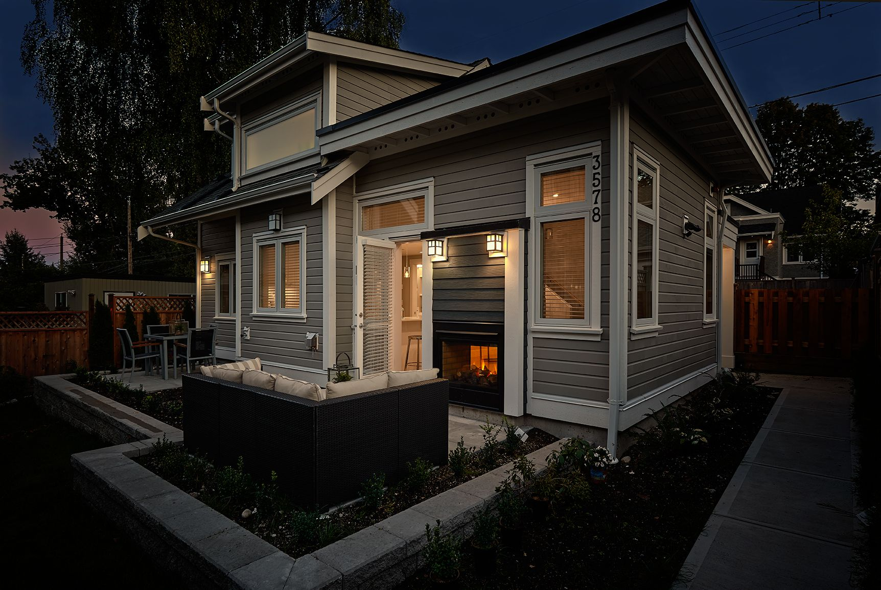 The Biggest Little House 700 Sq Ft Tiny Spaces Pinterest Sun Green Roofs And Fireplaces
