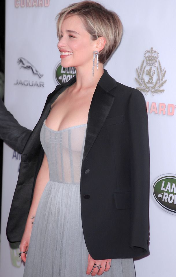 Love the hair, hate the squashed boobs dress! #emiliaclarke