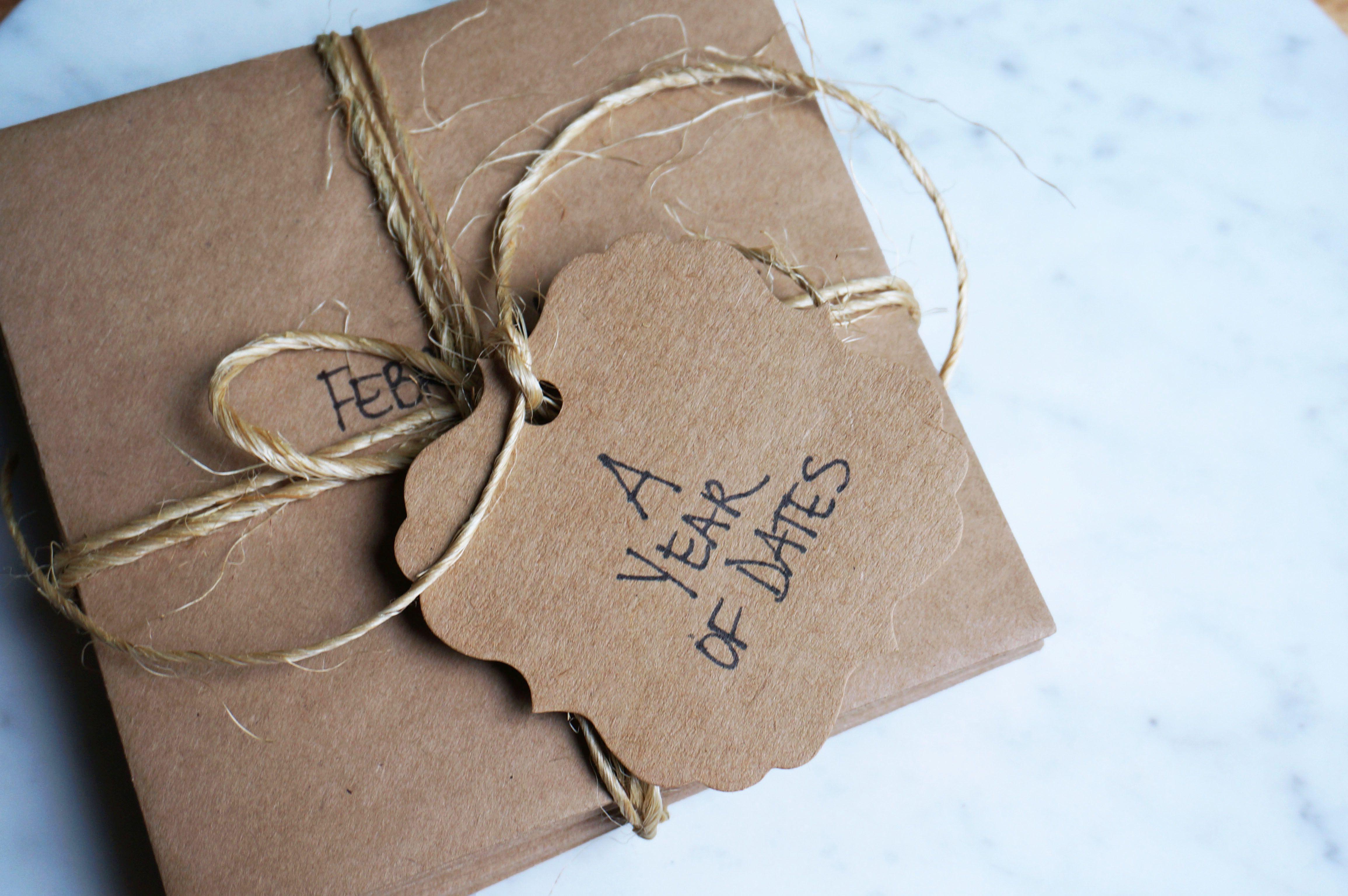 Modern Wedding Gifts: Traditional & Modern Wedding Anniversary Gifts