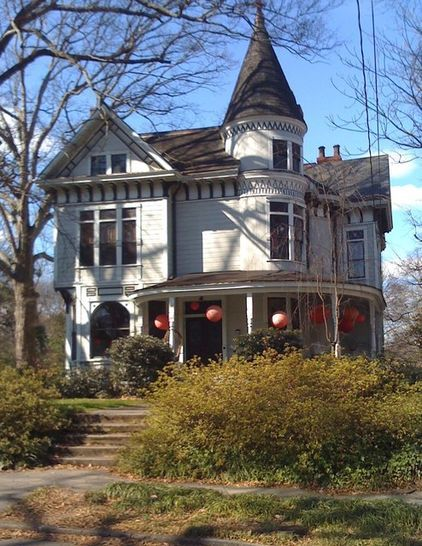 I Love The Big Paper Lanters Hanging From The Porch Traditional Exterior Victorian Houses In Inman Par Victorian Homes Victorian House Plans Classic House
