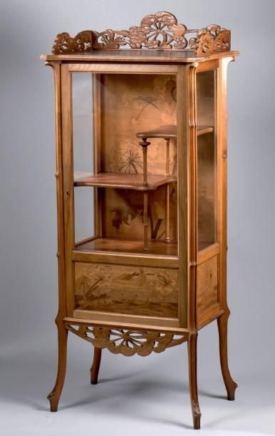 Emile Galle 1846 1904 Meuble Vitrine En Noyer Ouvrant A Une Porte En Facade Aux Montants Nervures Et Dec Mobilier Art Deco Meubles Art Nouveau Meuble Vitrine