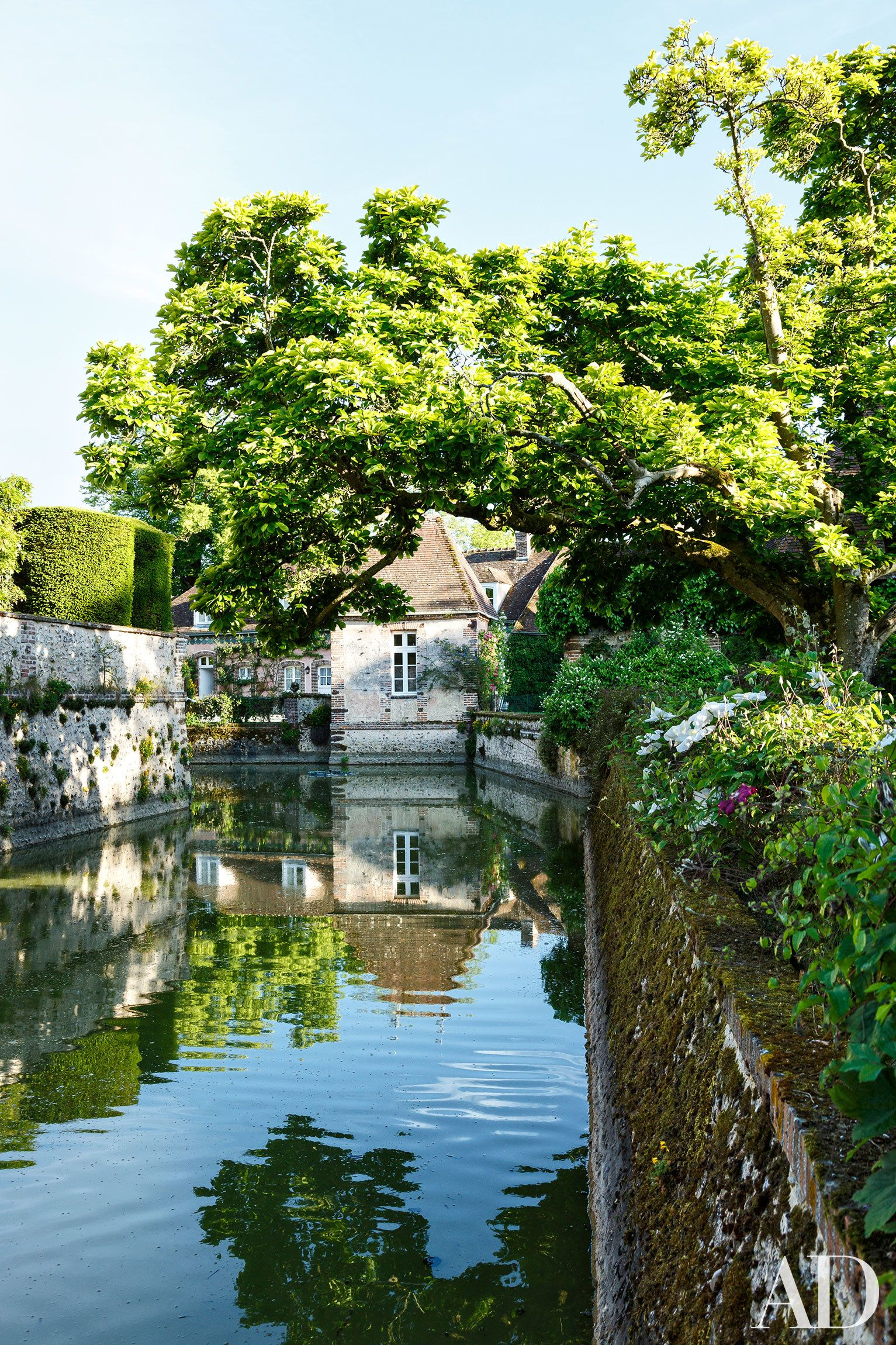 this french country estate boasts unbelievably beautiful gardens